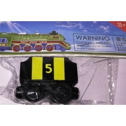 Mašinka Tomáš - černý vagónek se žlutými pruhy a uhlím